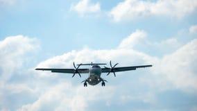 Approche d'avions de turbopropulseur clips vidéos