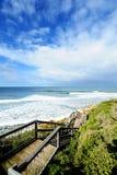 Approche d'escalier au bord de la mer Photographie stock libre de droits