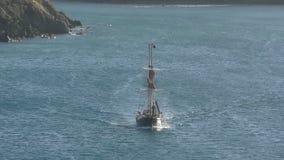Approche de bateau de navigation banque de vidéos