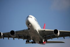 Approche de Qantas A380 au cordon photo libre de droits
