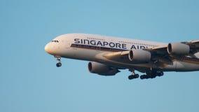 Approche de Superjumbo de Singapore Airlines clips vidéos