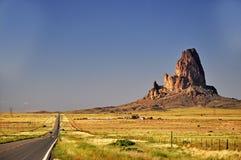 Approche tribale de stationnement d'Indien de Navajo de vallée de monument Photo stock