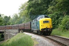 55022 approches Deltic Oakworth sur le Keighley et en valeur Valle photo libre de droits