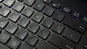 APPROVAZIONE della linguetta sulla tastiera archivi video