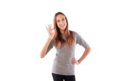 Approvazione di denotazione femminile con il segno giusto isolato sopra backgr bianco Fotografia Stock Libera da Diritti