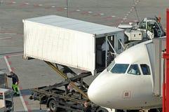 Approvisionnement à l'aéroport Image libre de droits