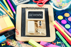 Approvisionnements d'école colorés De nouveau à l'école Photo libre de droits