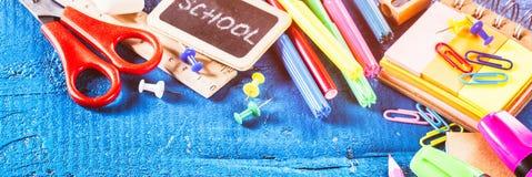 Approvisionnements d'école colorés De nouveau au concept d'école Image libre de droits