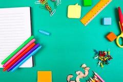 Approvisionnements d'école Concept de nouveau à l'école Vue supérieure Configuration plate Photo libre de droits