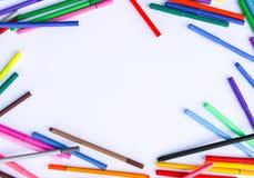 Approvisionnements d'école De nouveau aux éléments de conception d'école Marqueurs colorés et feuille de papier vide blanche Photo libre de droits