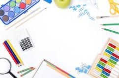 Approvisionnements d'école sur le fond blanc Photographie stock libre de droits
