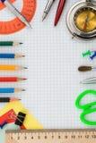 Approvisionnements d'école sur le papier contrôlé Photos stock