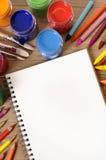 Approvisionnements d'art de bureau de livre d'école Photos stock