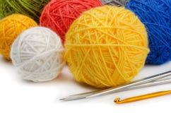 Approvisionnements de tricotage photos stock