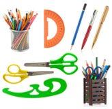 Approvisionnements et accessoires d'école d'isolement sur le blanc Image stock