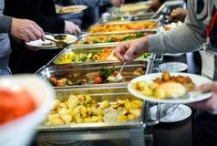 Approvvigionamento culinario della cena del buffet di cucina che pranza celebrazione dell'alimento immagini stock
