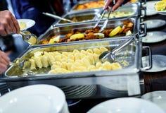 Approvvigionamento culinario della cena del buffet di cucina che pranza celebrazione dell'alimento fotografie stock