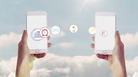 Apps che trasferisce da uno smartphone ad un altro video d archivio