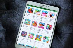 Apps da saga do esmagamento dos doces no jogo de Google Imagens de Stock Royalty Free