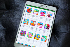 Apps de la saga del agolpamiento del caramelo en el juego de Google Imágenes de archivo libres de regalías