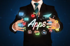 Apps della tenuta dell'uomo d'affari Immagine Stock