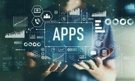 Apps mit jungem Mann lizenzfreies stockfoto