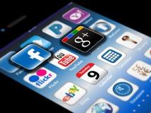 Apps sociales del Madia en un iPhone 4S de Apple foto de archivo