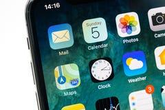 Apps sur le nouvel écran d'OLED de l'iPhone X Apple Photo libre de droits