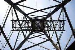 Appui électrique des cables électriques à haute tension photo libre de droits
