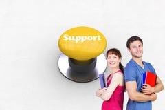 Appui contre le bouton poussoir jaune Images libres de droits