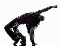 Appui renversé breakdancing de jeune homme de danseur acrobatique de coupure d'houblon de hanche images stock
