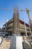 Appui vertical de ciment dans le site de construction Photo stock