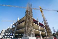 Appui vertical de ciment dans le site de construction Images libres de droits
