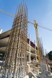 Appui vertical de ciment dans le site de construction Photographie stock libre de droits