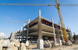 Appui vertical de ciment dans le site de construction Image stock