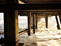 Appuis sous le pilier chez Southwold un jour froid d'hiver Images libres de droits