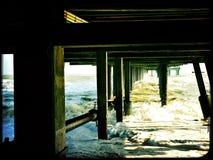 Appuis sous le pilier chez Southwold un jour froid d'hiver Photo stock