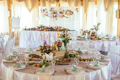 Appuntamenti di tavola di nozze con la bella decorazione Fotografie Stock