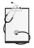 Appunti in bianco con lo stetoscopio moderno, spazio per i messaggi Immagini Stock Libere da Diritti