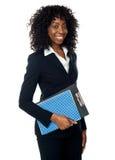 Appunti della holding della donna di colore Immagini Stock Libere da Diritti