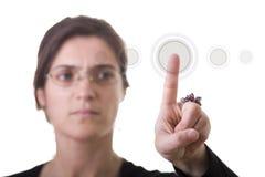 appuyer de bouton de femme d'affaires Images stock