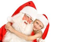 Appyαγκαλιάσματα Santa μικρών κοριτσιών Ð στο άσπρο υπόβαθρο Στοκ φωτογραφία με δικαίωμα ελεύθερης χρήσης