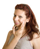 Appying-Gesichtsbehandlungscreme Lizenzfreie Stockfotografie