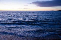 Après coucher du soleil par la mer Photos stock