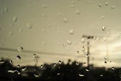 Après forte pluie sur des fenêtres Photos libres de droits