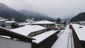 Après les chutes de neige lourdes, le train n'a pas pu être atteint Dommages à l'économie et aux voyageurs photo libre de droits