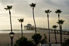 Après-midi brumeux de pilier de Manhattan Beach Photo libre de droits