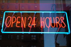 Apra al neon 24 ore Fotografia Stock Libera da Diritti