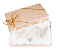 Apra i contenitori di regalo con il nastro dell'oro Fotografie Stock Libere da Diritti