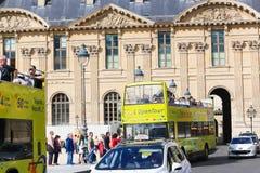 Apra il bus di turisti - Parigi Immagine Stock Libera da Diritti
